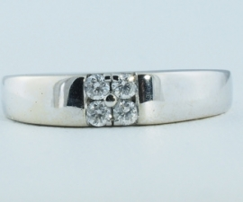 18ct Four Diamond Ring