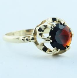 9ct Garnet Ring