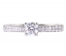 18ct RING WITH DIAMOND SHOULDERS