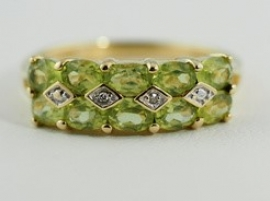 9ct Peridot & Diamond Ring