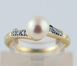 Cultured Pearl & Diamond Ring